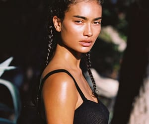 model and kelly gale image