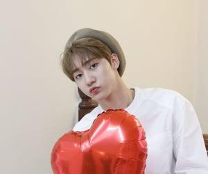 heart, idol, and korean image