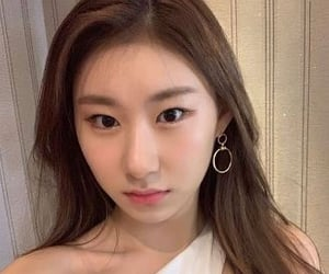 twitter icons, itzy icon, and lee chaeryeong image