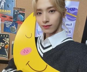 blond hair, kpop, and long hair image