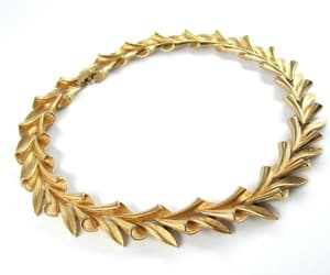 collar, necklace, and laurel image