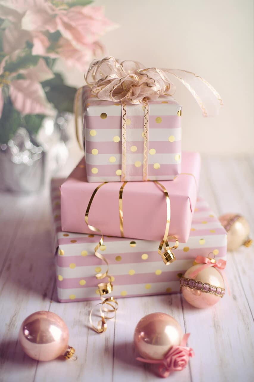 christmas, gifts, and pink image