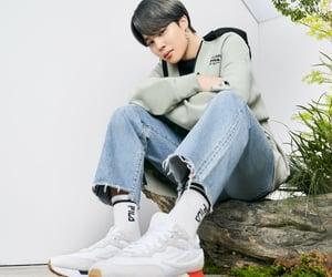v, asian boy, and idol image