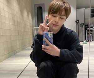kpop, mirror, and selca image