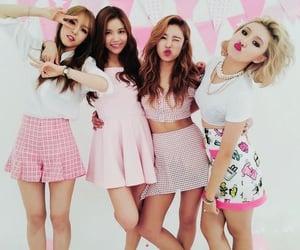 gg, hwasa, and girl group image