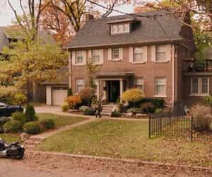 home, house, and netflix image