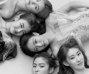 itzy, itzy kpop, and itzy pics image