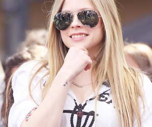 Avril Lavigne, hairstyle, and photography image