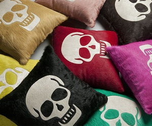 pillows and skull image