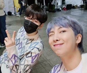 korean, tae, and selca image