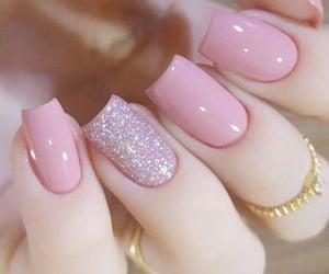 pink, uñas, and glitter image