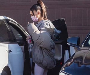 ariana grande, paparazzi, and aesthetic image