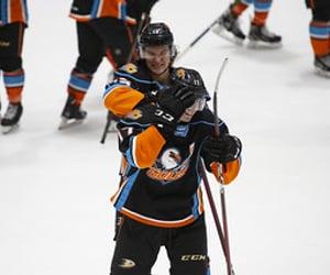 hockey, seagulls, and jamie drysdale image