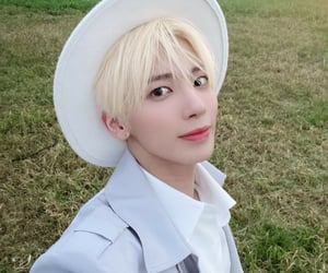 blonde, hat, and kpop image