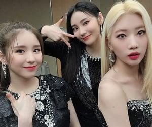 heejin, jinsoul, and kim lip image