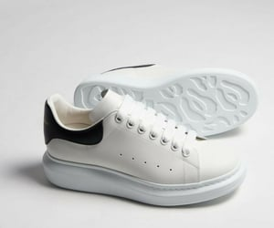 white, tenis, and confortavel image