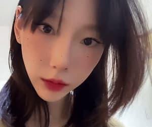 gif, taeyeon, and girls generation image