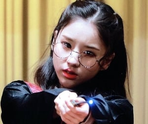 preview, heejin, and loona image