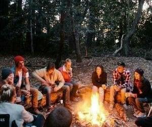 camping, fogata, and fuego image