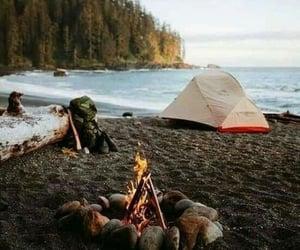 camping, fogata, and carpas image