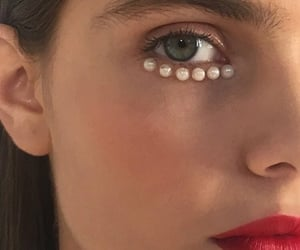 makeup and pearls image