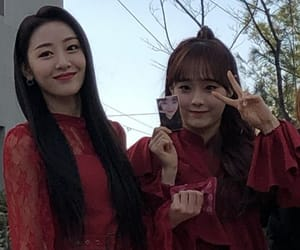 loona, yves icons, and chuu icons image