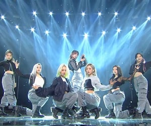 dreamcatcher, stage, and lq image