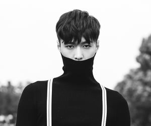 zhang yixing, exo, and lay image