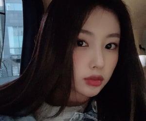 gg icon- hyewon from izone