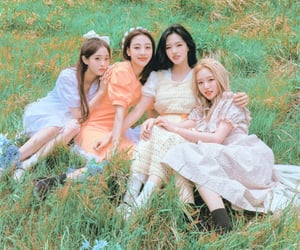 loona, loona yyxy, and loona summer package image