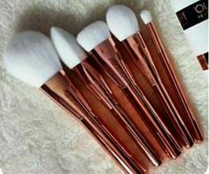 Brushes and makeupbrushes image