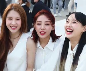 kpop, chuu, and yves image