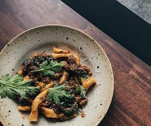 pasta, italian food, and ragú image