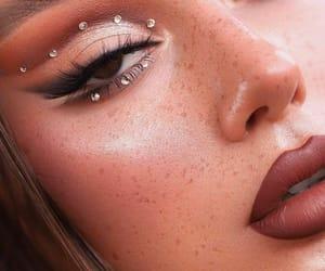 makeup, maquillaje, and brillos image