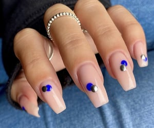 nails, dots, and stylé image