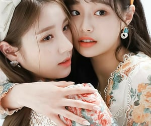 fashion, heejin, and florals image