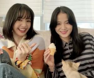 Lisa & Jisoo
