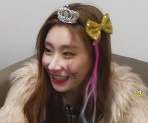 girls, itzy, and lq image