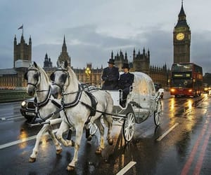 london and horse drawn carriages image