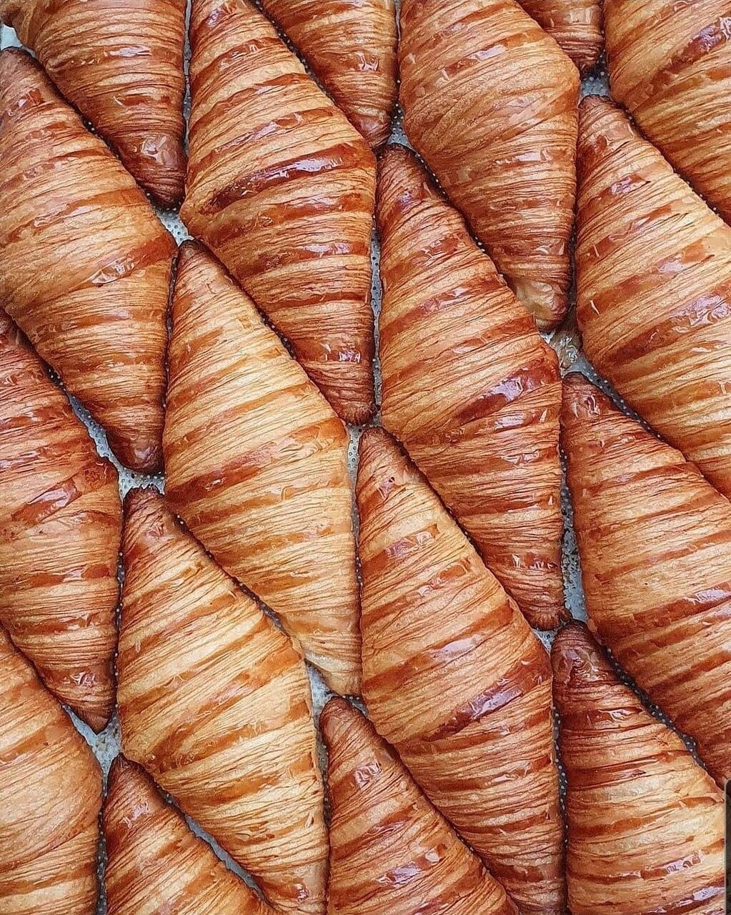 comida, croissant, and delicioso image