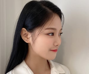 girl, loona, and icon image