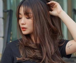 brown hair, hair, and curtain bangs image