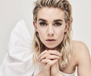the crown and vanessa kirby image