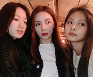 jihyo, dahyun, and chaeyoung image