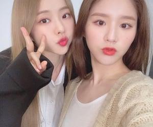 selca, selfie, and jeon heejin image