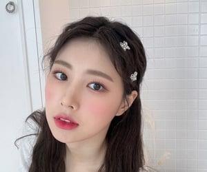 8d, hyewon, and izone image