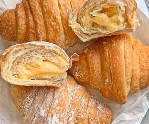 croissant and neutral image