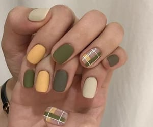 green, uñas, and autumn image