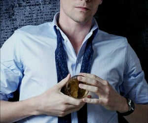 tom hiddleston, alcohol, and whisky image