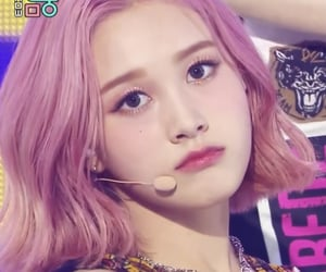 pink, lq, and stayc j image
